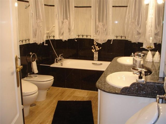 big-finca-in-altea-bathroom
