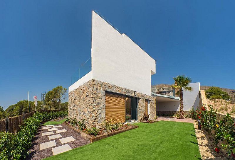 modern-newbuild-villa-in-benidorm-backview