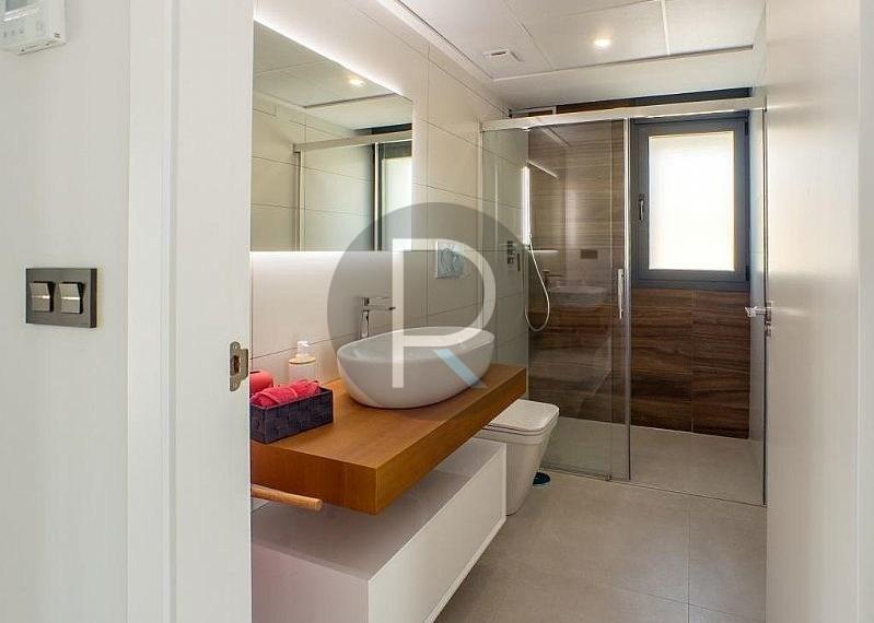 modern-newbuild-villa-in-benidorm-bath