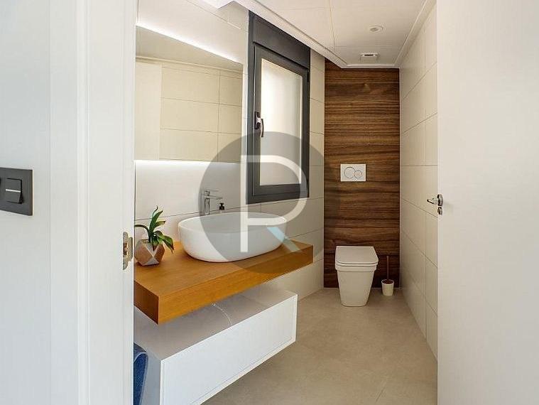 modern-newbuild-villa-in-benidorm-bathroom