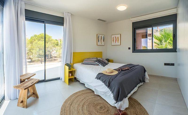 modern-newbuild-villa-in-benidorm-bedroom-with-terrace