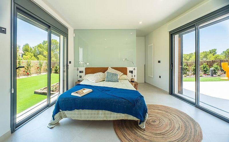 modern-newbuild-villa-in-benidorm-bedroom