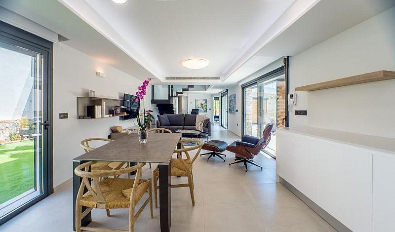 modern-newbuild-villa-in-benidorm-diningarea