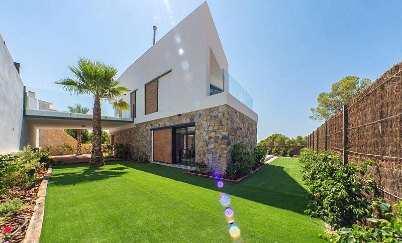 modern-newbuild-villa-in-benidorm-sideview