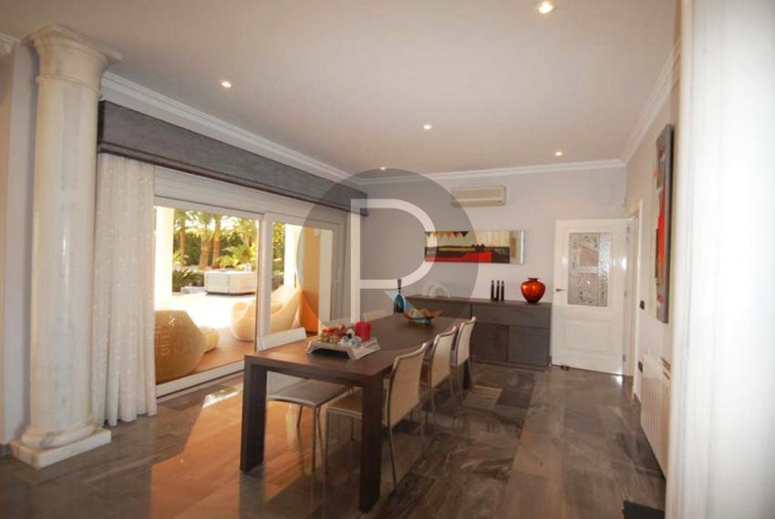 villa-first-sealine-moraira-for-sale-diningarea