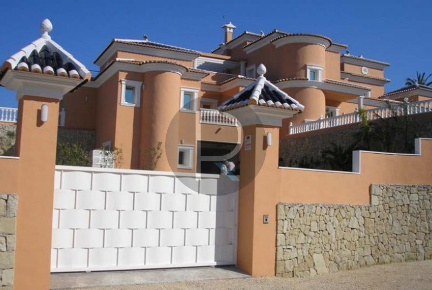 villa-first-sealine-moraira-for-sale-entrance