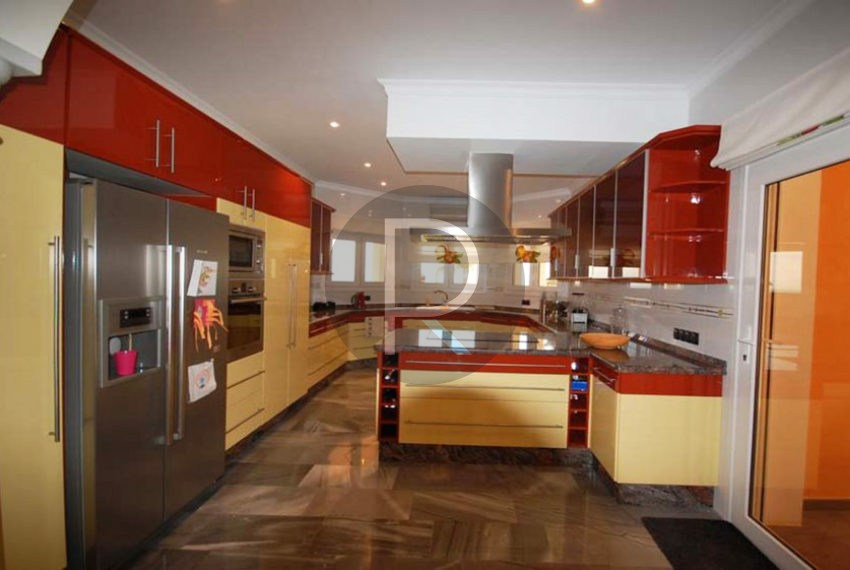 villa-first-sealine-moraira-for-sale-kitchen
