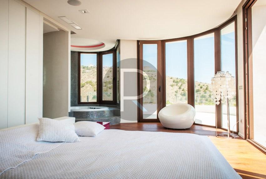 luxury-villa-benidorm-for-sale-bedroom2
