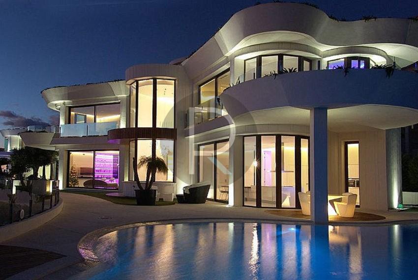 luxury-villa-benidorm-for-sale-front-night