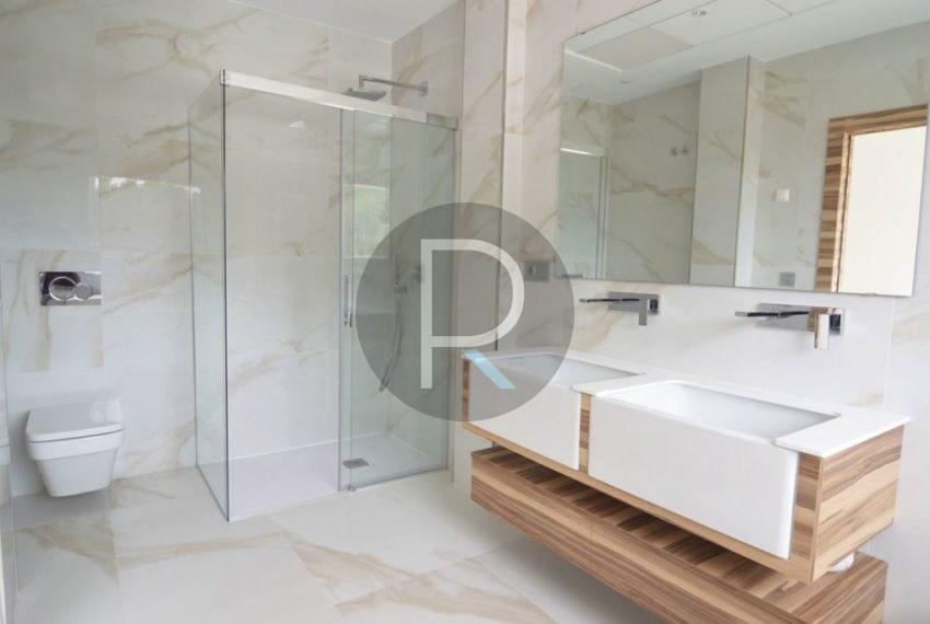 Bathroom Master Bedroom01