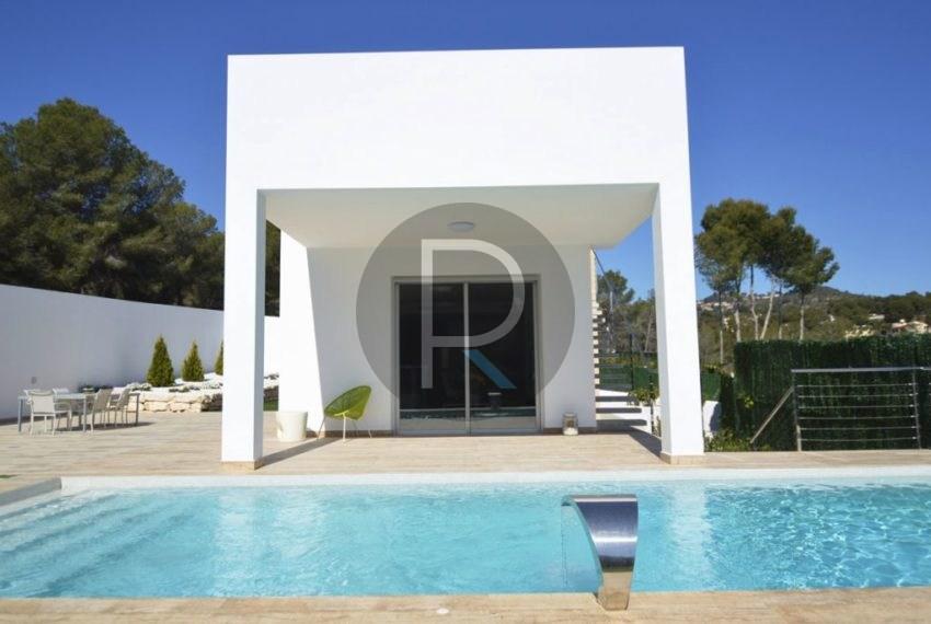 Living room sliding door to swimmingpool