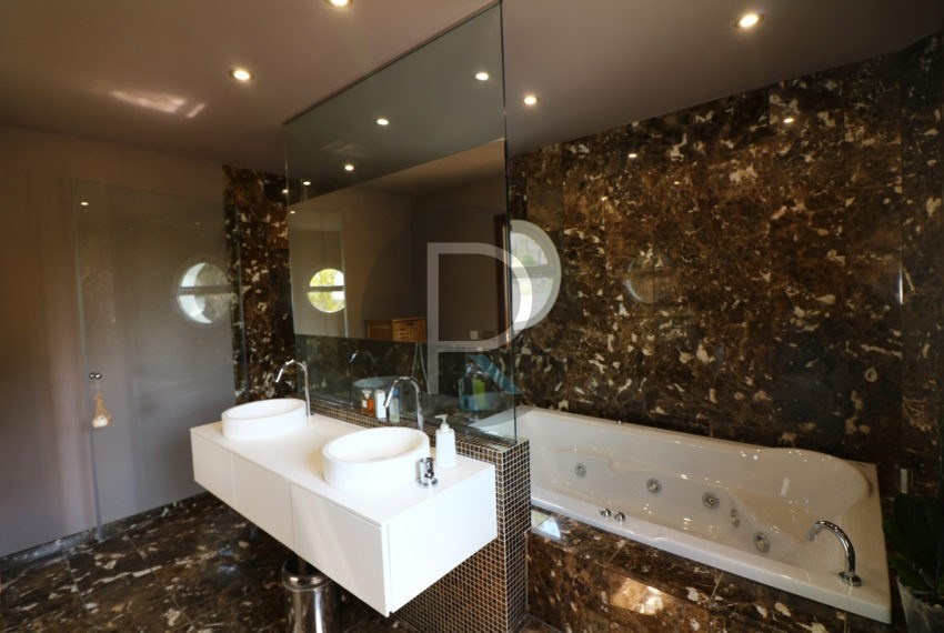 luxury-villa-altea-for-sale-bathroom