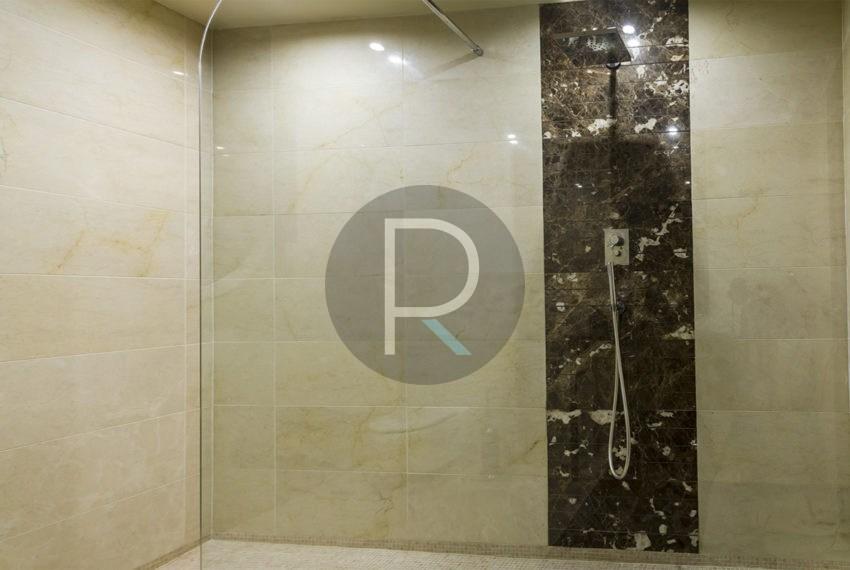 luxury-villa-altea-for-sale-shower
