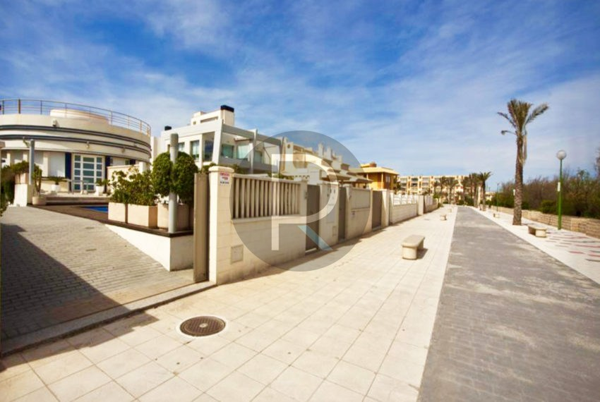 villa-first-sealine-oliva-for-sale-beach-access