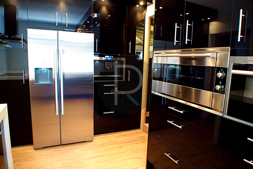 exclusiv-luxury-villa-with-seaviews-in-altea-kitchen
