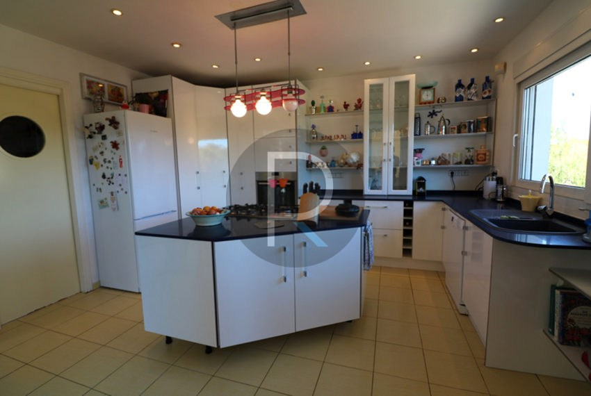 lovely-house-in-javea-big-kitchen
