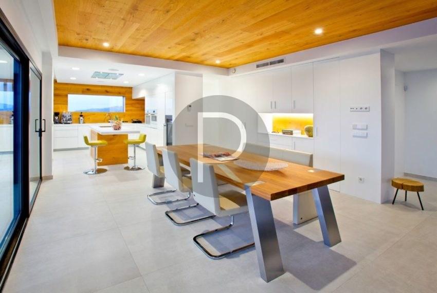 modern-luxury-villa-with-stunning-seaview-in-benitachell-kitchen-and-diningarea