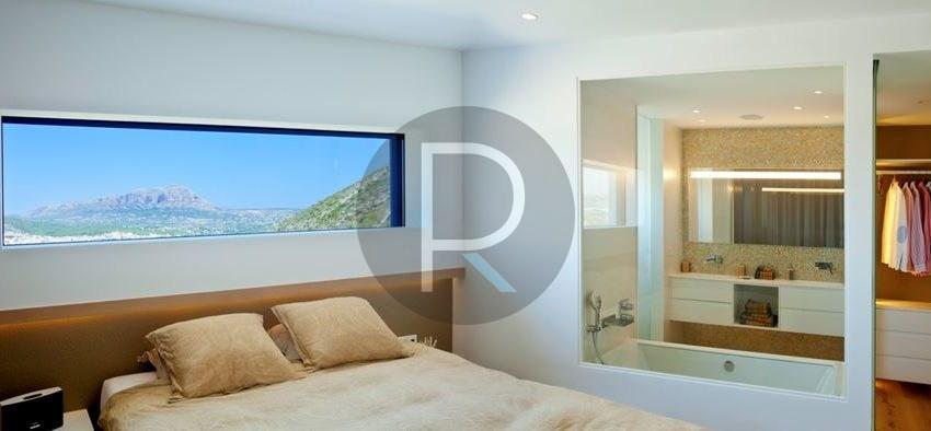 modern-luxury-villa-with-stunning-seaview-in-benitachell-masterbedroom