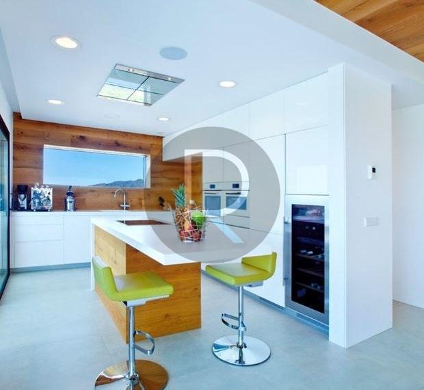 modern-luxury-villa-with-stunning-seaview-in-benitachell-open-kitchen