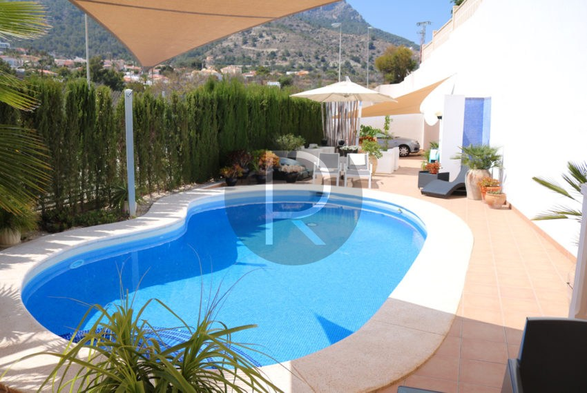 beautiful-cozy-house-in-calpe-near-the-beach-and-the-citycentre-poolterrace
