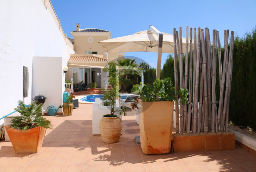 beautiful-cozy-house-in-calpe-near-the-beach-and-the-citycentre-poolterrace-entrance-area