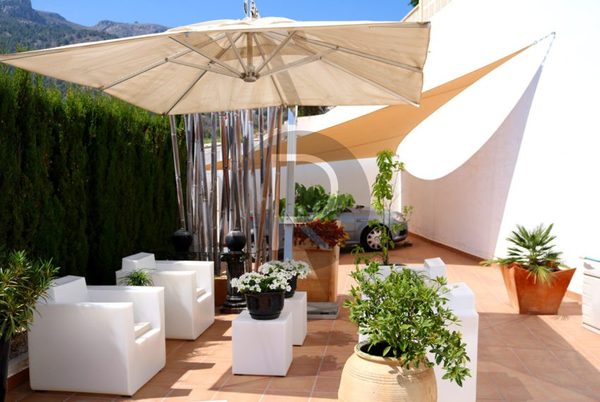 beautiful-cozy-house-in-calpe-near-the-beach-and-the-citycentre-poolterrace-garden