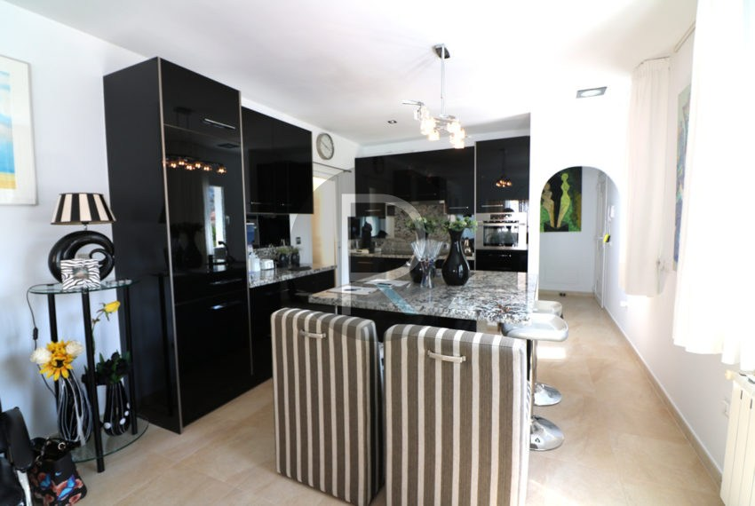 beautiful-cozy-house-in-calpe-near-the-beach-and-the-citycentre-poolterrace-poolarea-kitchen