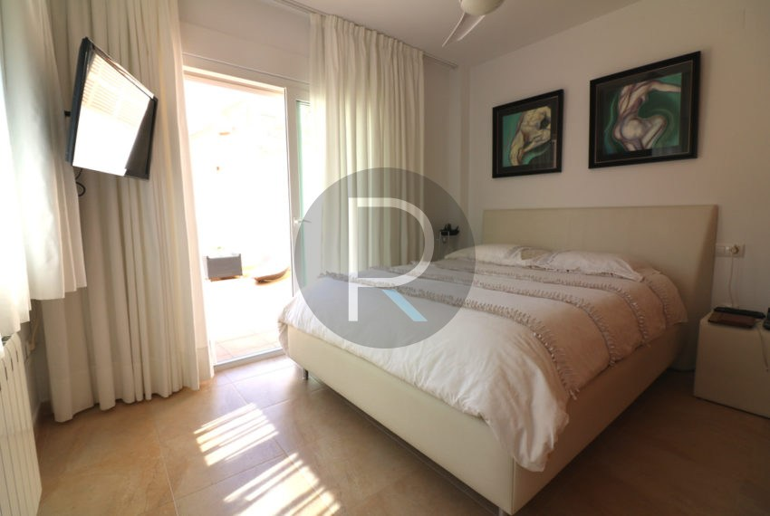beautiful-cozy-house-in-calpe-near-the-beach-and-the-citycentre-poolterrace-poolarea-masterbedroom-with-terrace