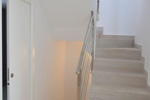muhu4owlhcn_Indoor staircase_1